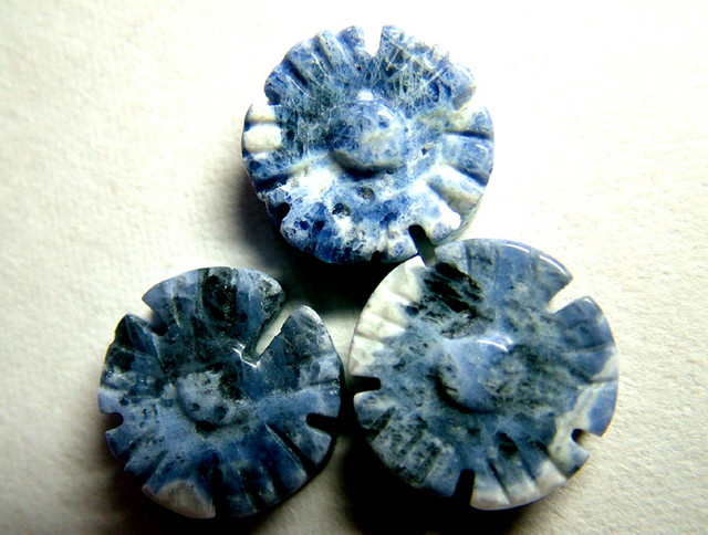 24 CTS  SODALITE CARVED FLOWER BEADS DRILLED  NP-128