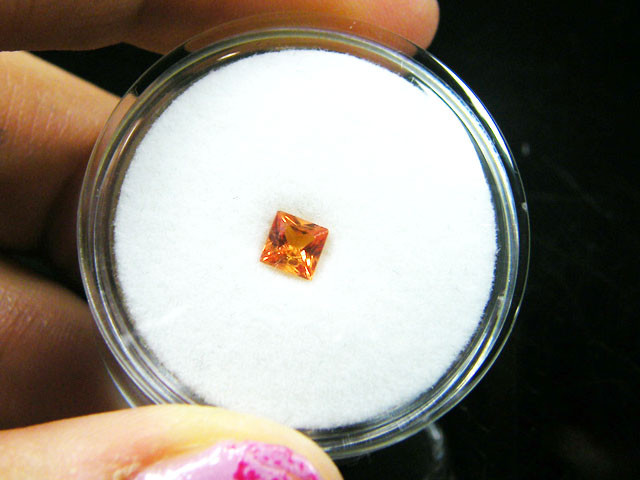 SQUARE FANCY CUT ORANGE COLOUR SAPPHIRE  0.35CARAT  TW 908