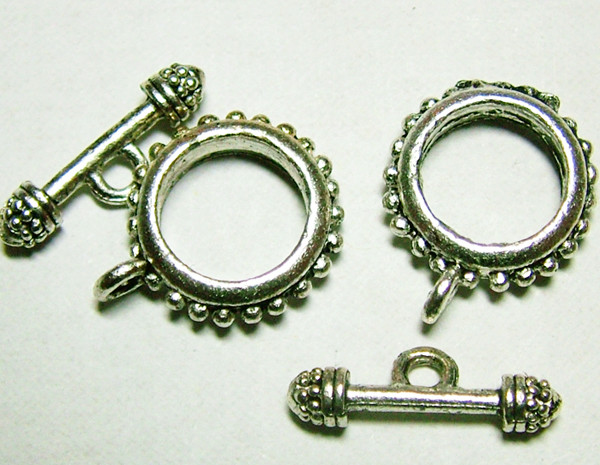NICE DESIGN METAL CLASPS SET OF 2  60CTS NP-141