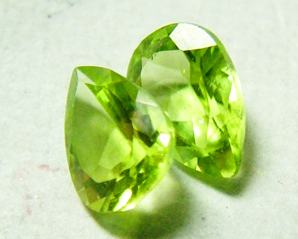 PERIDOT FACETED PAIR  1.3 CTS NP-158
