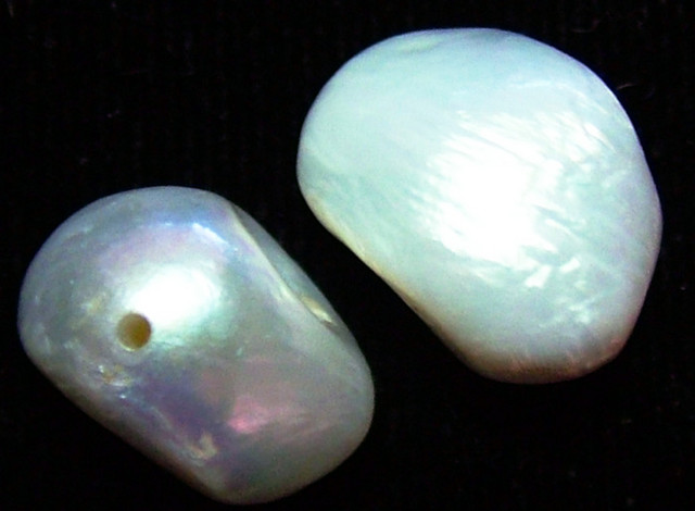 NATURAL FRESH WATER PEARL PAIR  14  CTS NP-224