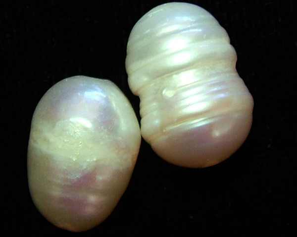 NATURAL FRESH WATER PEARL PAIR  17  CTS NP-226
