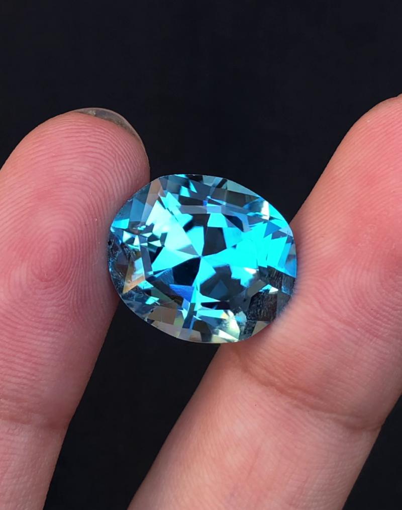 Stunning 21.40 Ct Natural Blue Topaz Gemstone