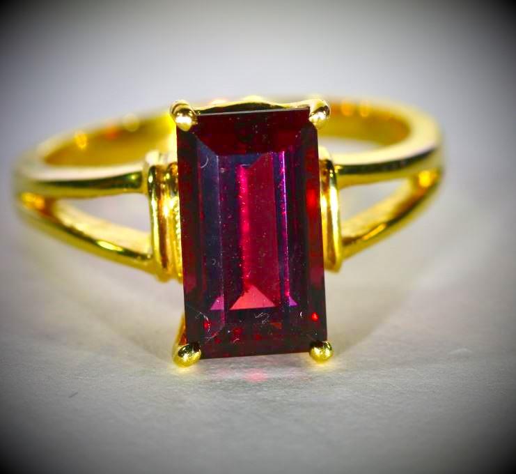 Malaya Garnet 4.09ct Solid 18K Yellow Gold Ring