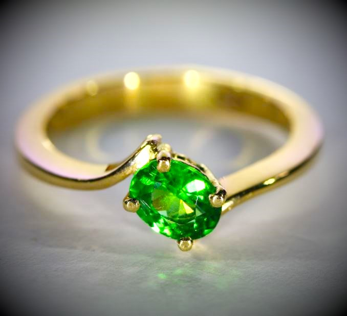 Tsavorite .86ct Solid 18K Yellow Gold Ring