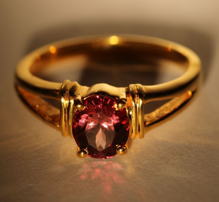 Umba Color Change Garnet 1.50ct Solid 18K Yellow Gold Ring