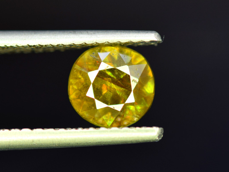 1.85 CT AAA Quality Full Fire Color Change Natural Sphene Titanite Gemston