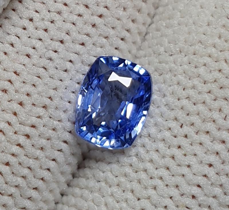 CERTIFIED 1.32 CTS NATURAL BEAUTIFUL VVS CORNFLOWER BLUE SAPPHIRE CEYLON SR