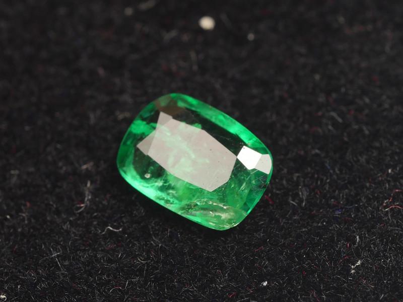 0.505CRT BEAUTY GREEN EMERALD ZAMBIA -