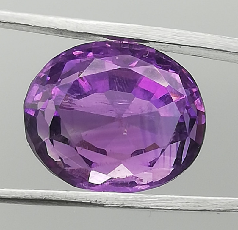 Amethyst, 6.77ct, great colour interesting inclusions!!