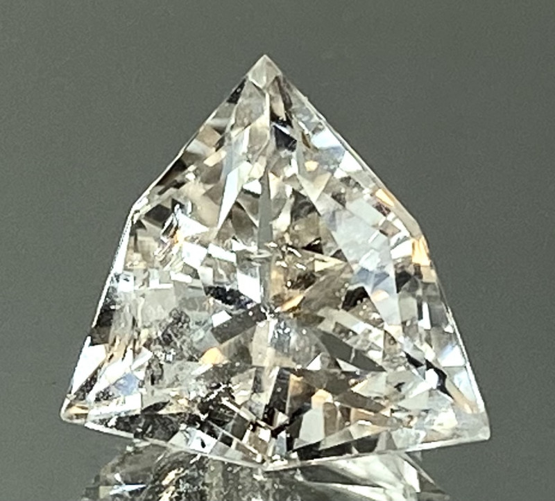 8.01Ct Topaz Excellent Amazing Cutting Top Luster From Pakistan. GTP 42
