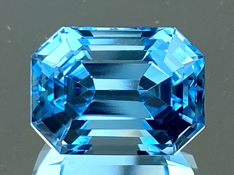 7.70Ct Topaz Excellent Amazing Cutting Top Luster Gemstone. TPF 13
