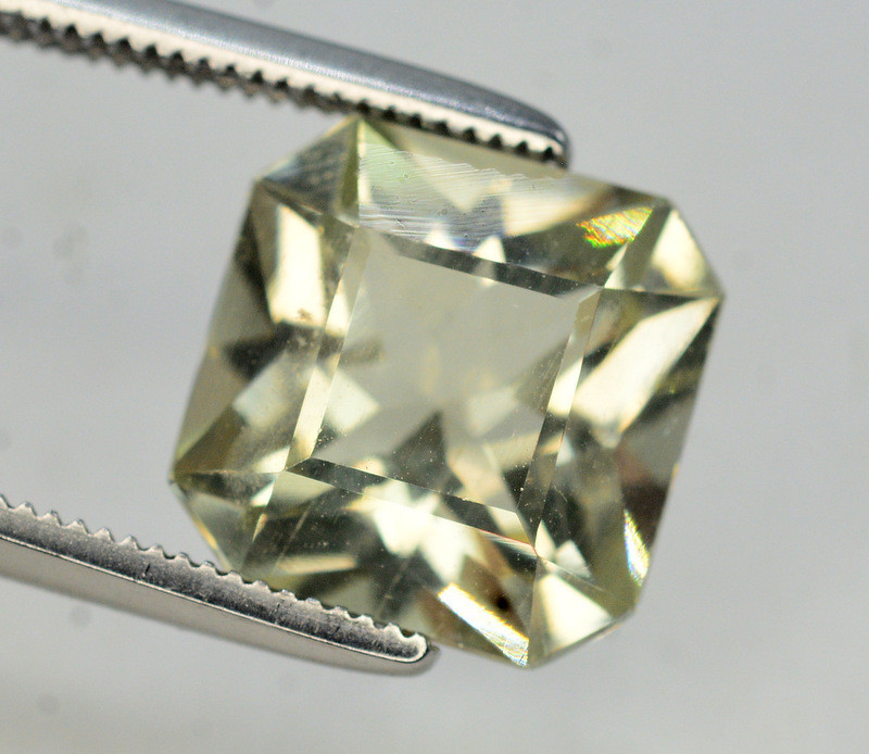Top Quailty 3.45 Carat Natural Green Beryl Gemstone