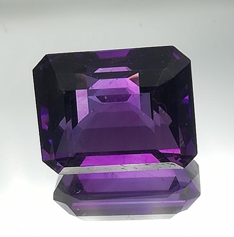 Amethyst, 4.2ct, very intense blueish-dark purple colour, VVS clairity !