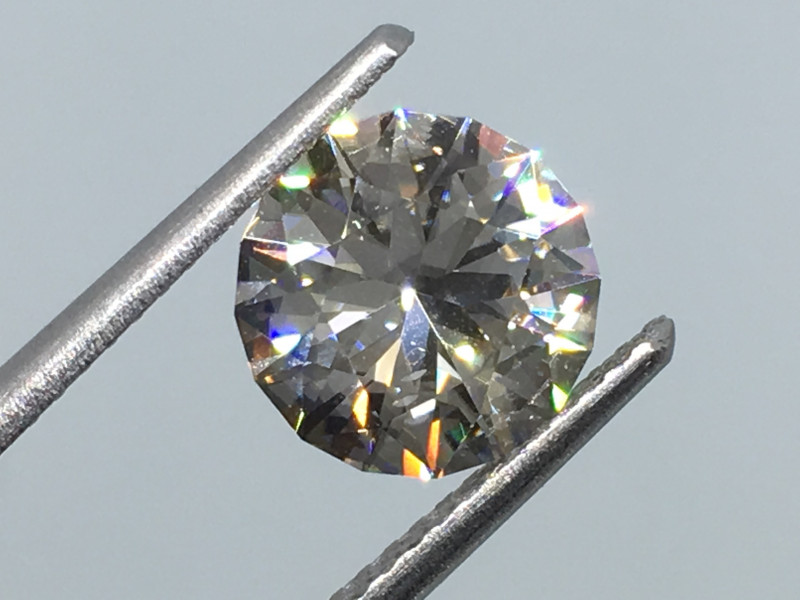 2.71 Carat Zircon Master Cut Exceptional Quality and Unreal Flash !