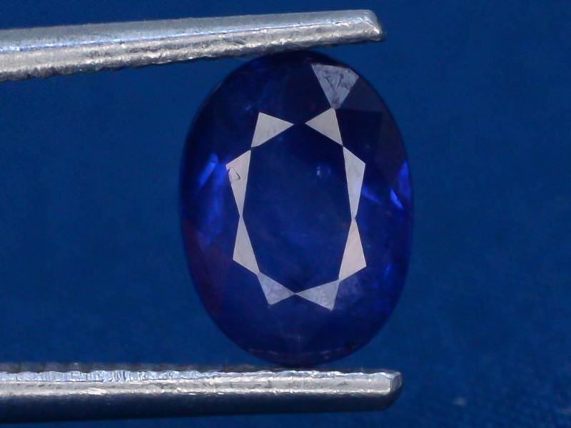 Royal Blue 0.90 Ct Natural Ceylon Sapphire ~Sirilanka !GA1