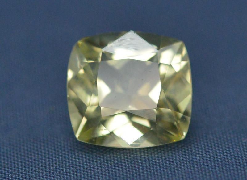Top Quailty 3.95 Carat Natural Green Beryl Gemstone