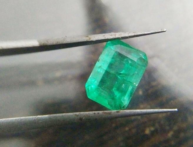 IGI Certified 1.19cts  Emerald , 100% Natural Gemstone