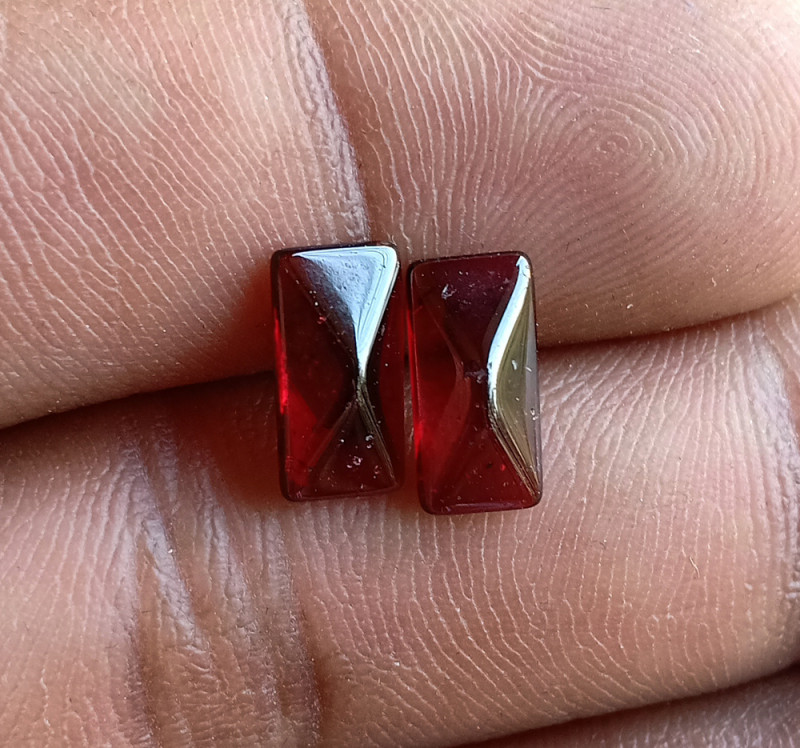 Natural Garnet Gemstone Cabochon Pair VA3138