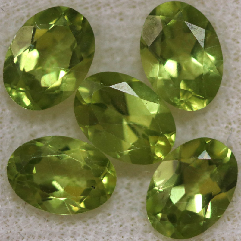 4.05 CTS PERIDOT  GEMS PARCEL [STS2133]