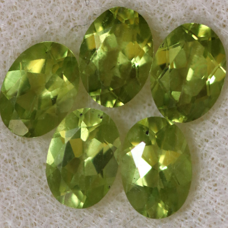 3.94 CTS PERIDOT  GEMS PARCEL [STS2138]
