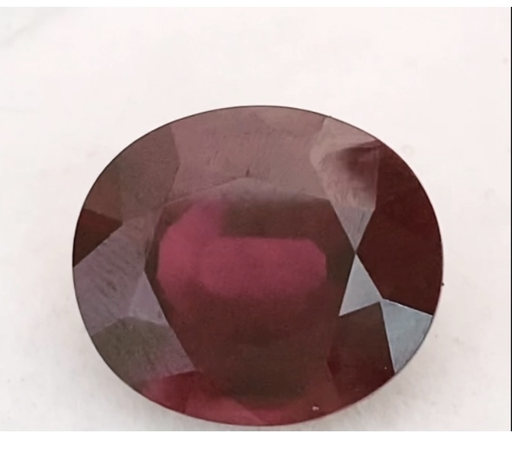 Pretty Deep Red Oval Rhodolite Garnet - Kenya  KR081