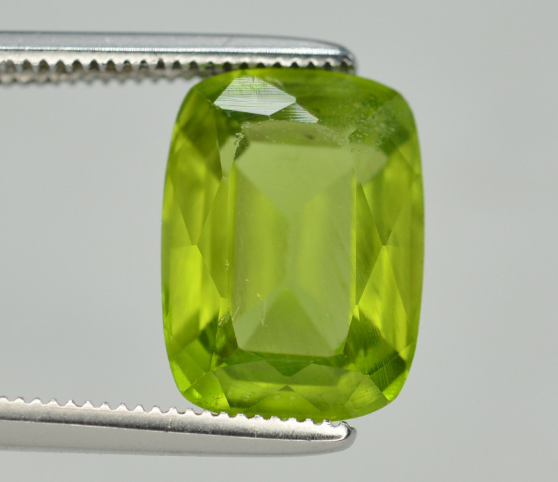 Peridot 4.55  Ct Natural Amazing Color, Top Quality