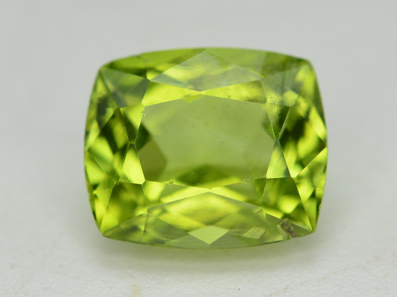 Peridot 2.65 Ct Natural Amazing Color, Top Quality