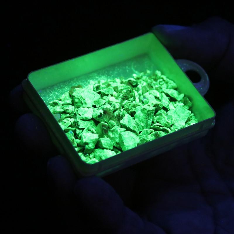 Fluorescent Minerals -tray Willemite & Calcite  USA  MM 101