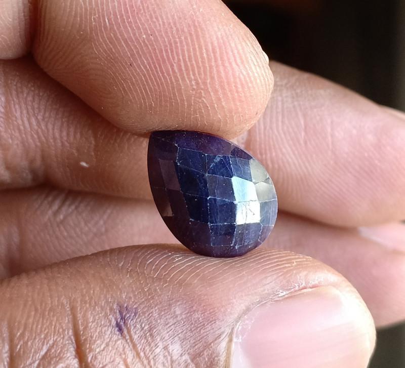 Natural Sapphire Gemstone With a Fancy Cut VA3676