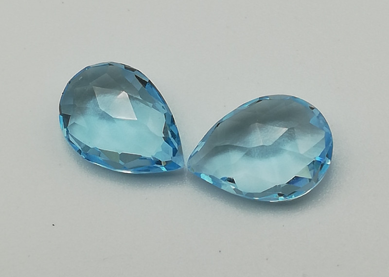 Topaz pair, 3.88ct, pear shaped and great in colour, clarity and cut!