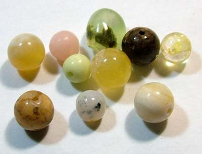 ASSORTED NATURAL BEADS (PARCEL)  15.60CTS FNP1863 (NP-GR)