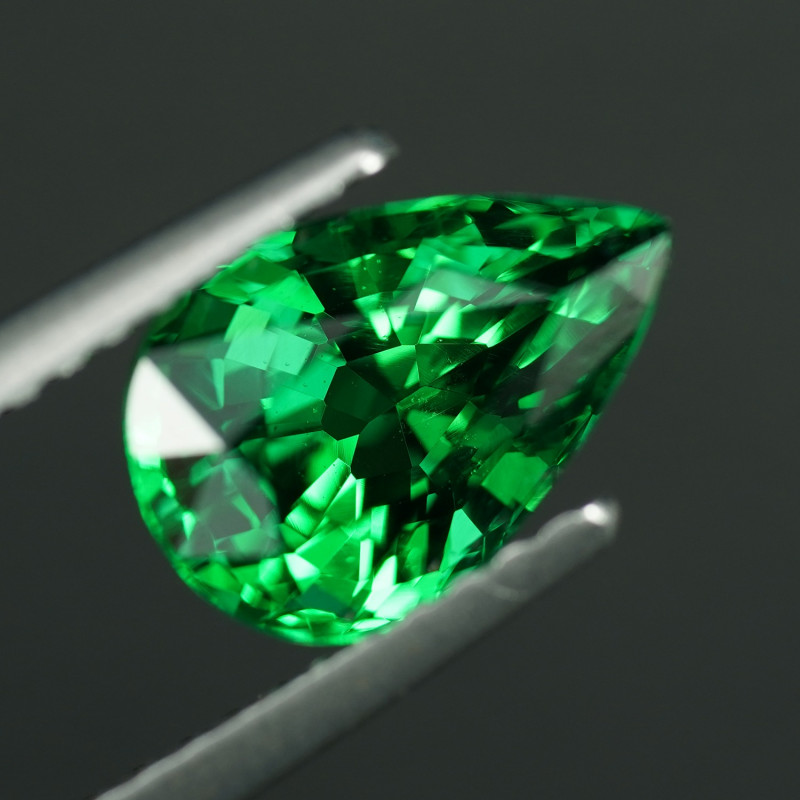 VVS1 - 2.12ct  5A GREEN TSAVORITE