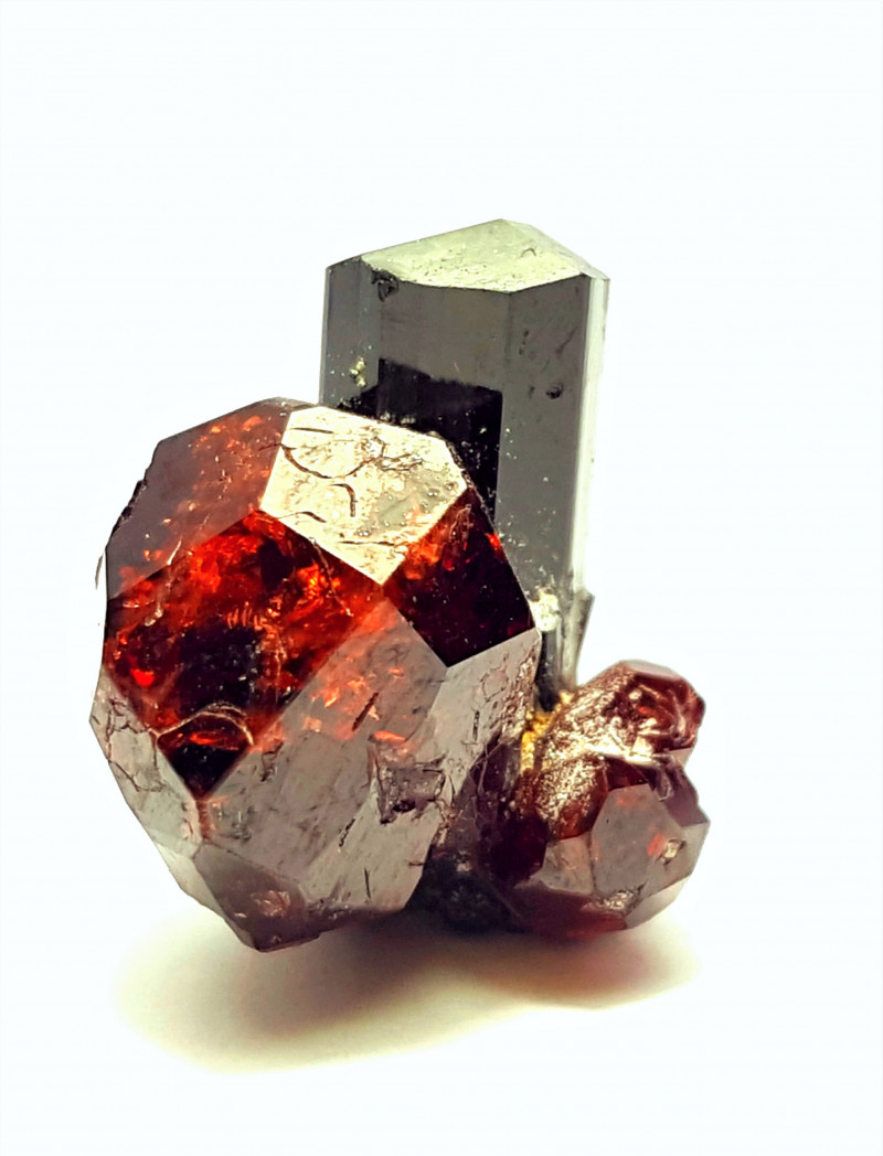Stunning Damage free Natural color Thumbnail Garnet combine with Black Tour