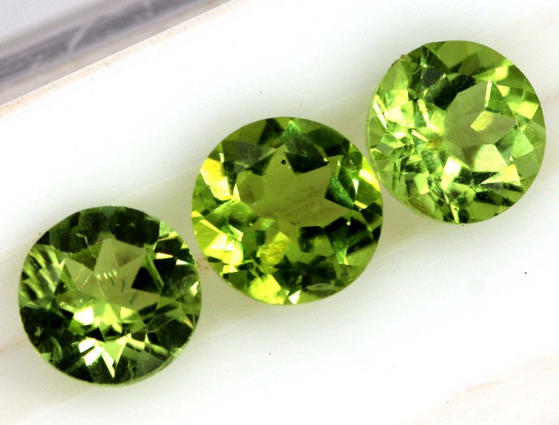 3.05 CTS PERIDOT FACETED PARCEL 3PCS CG-3309