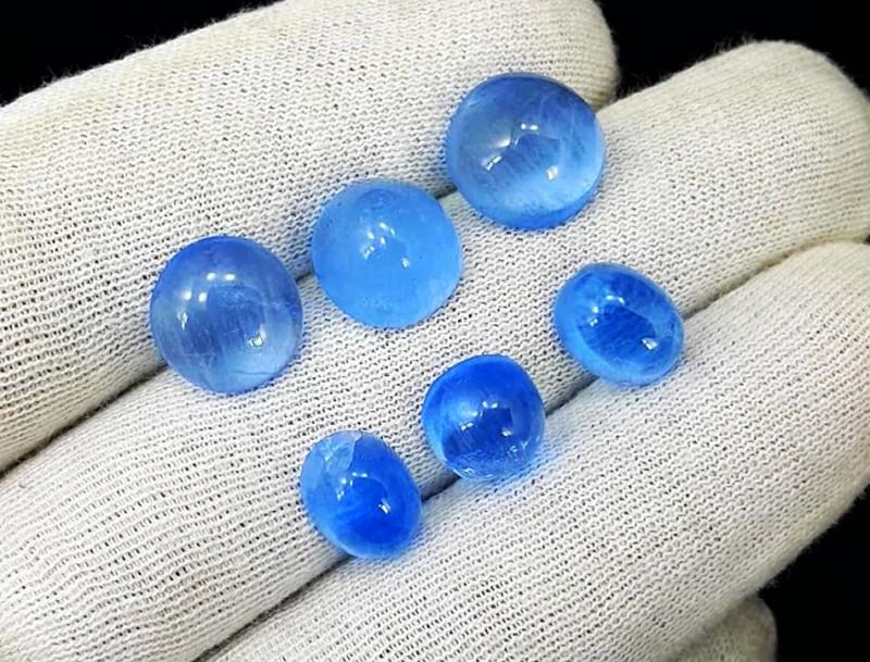 Aquamarine, 26.75 Carats Top Quality Blue Aquamarine Cabochon