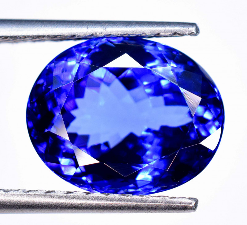 9.75 Carats  AAA Grade Dazzling Eye catching color Tanzanite Gemstone