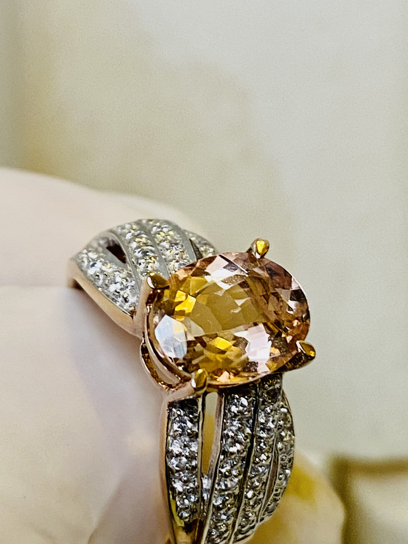 20 CT - MORGANITE - GOLD RING WITH  MORGANITE AND ZIRKON- FROM COLLECTOR- U