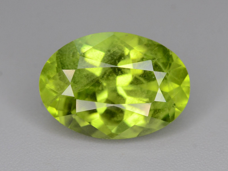 Exquisit Color 3.90 ct  Peridot ~ Jewelry