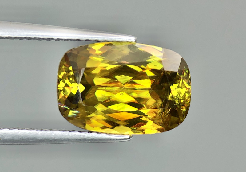 4.80 ct Attractive Color Sphene with Full Fire yellowish glow