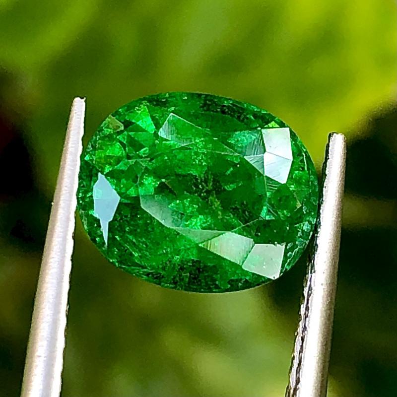 3.94 ct ViVid Green Tsaverite Garnet  with Fine Cutting Gemstone