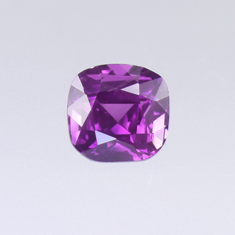 Violet Sapphire 0.95ct/ Natural & Untreated (01762)