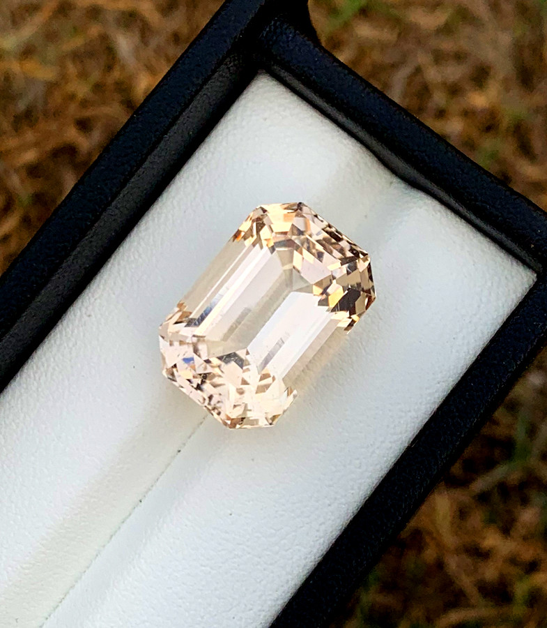 28.20 Carats Sherry Color topaz loose gemstone