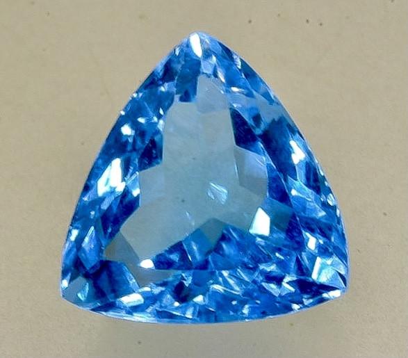 7.53 Crt  Topaz Faceted Gemstone (Rk-75)