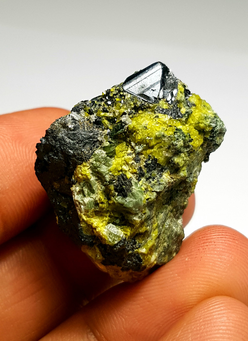 Amazing Natural color Magnetite combine with Epidote 138Cts-A