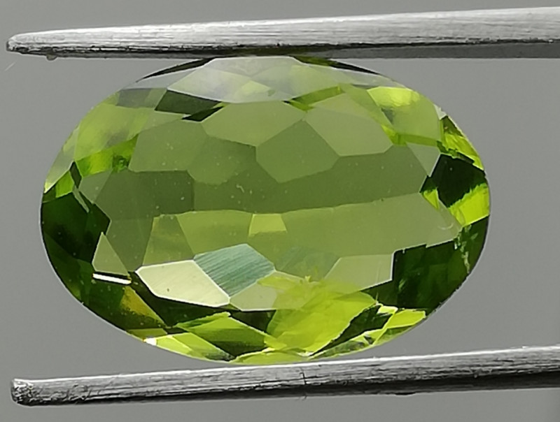 Peridot, 2.61ct, super stone, good luster excellent quality