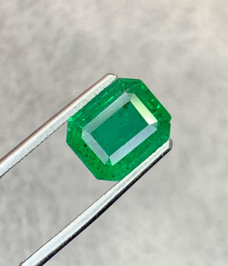 3.00 carat Natural Emerald Gemstone.