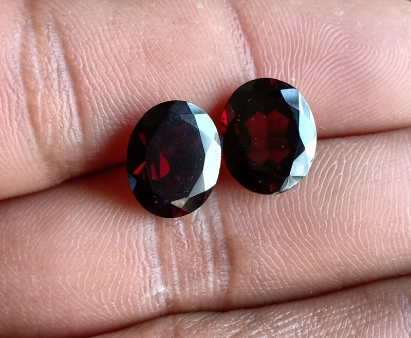 Natural Almandine Garnet Gemstone Pair VA5173