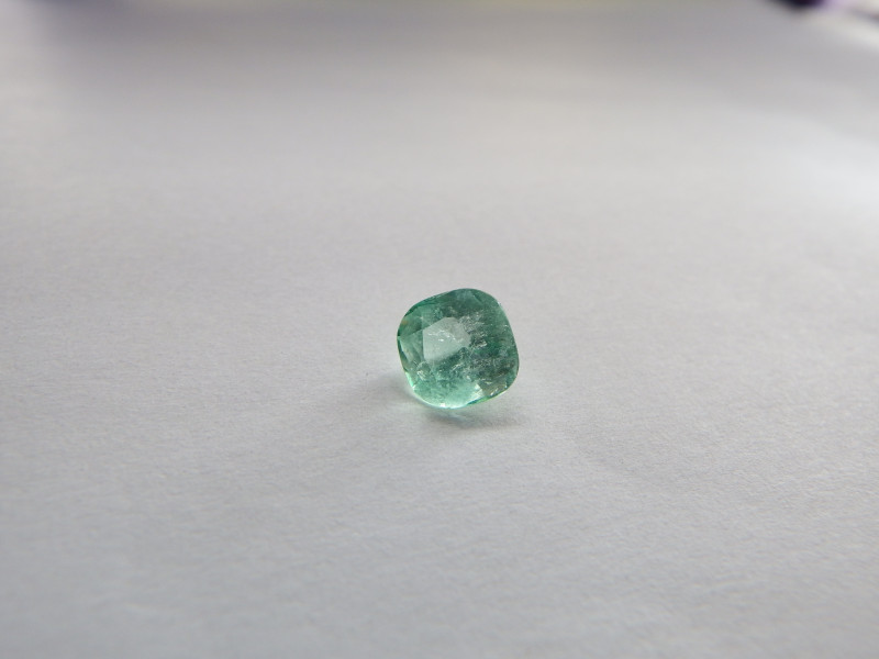 translucent 1.55 carat VS3 1.5 carat light bright green emerald swat