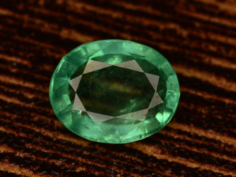 Emerald Natural 2.00 Carat with good quality and clarity